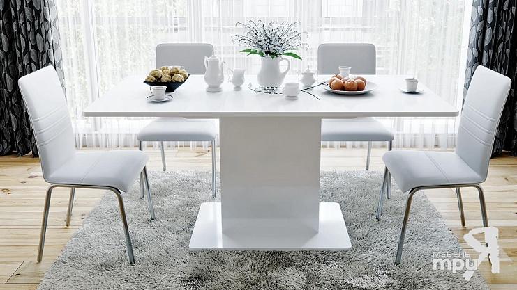 обеденный стол. фото